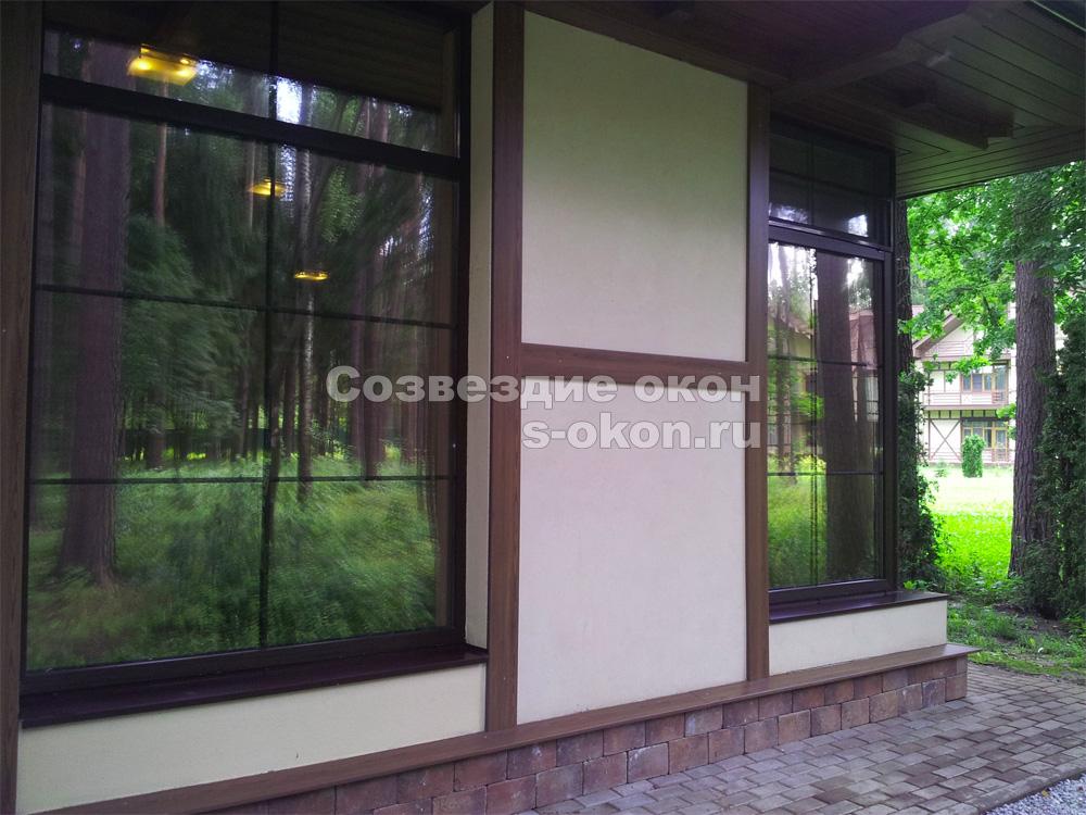 Декоративные окна можно оформлять тонировкой