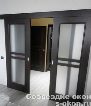 Фото межкомнатных дверей на рельсах и роликах