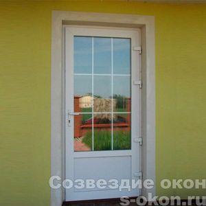 Входные пластиковые двери для частного дома