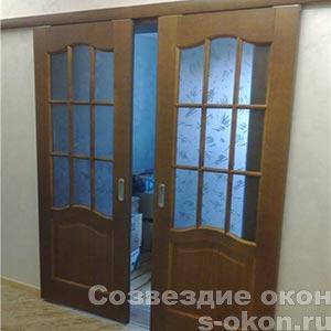 Фото раздвижной дверей между кухней и гостиной