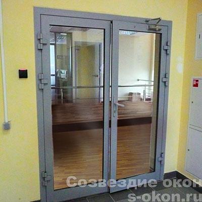 Двери со стеклом из алюминия