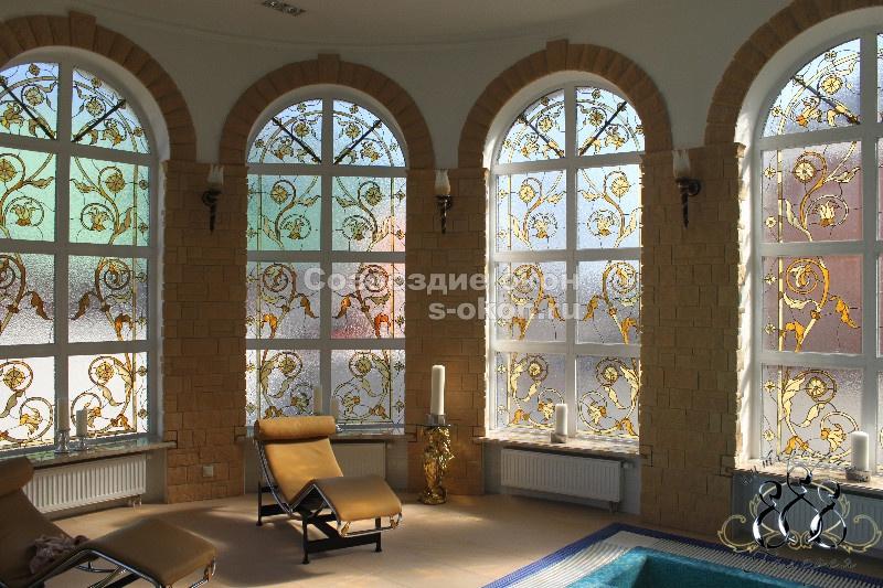 Окна с  витражами украсят дом без особых затрат