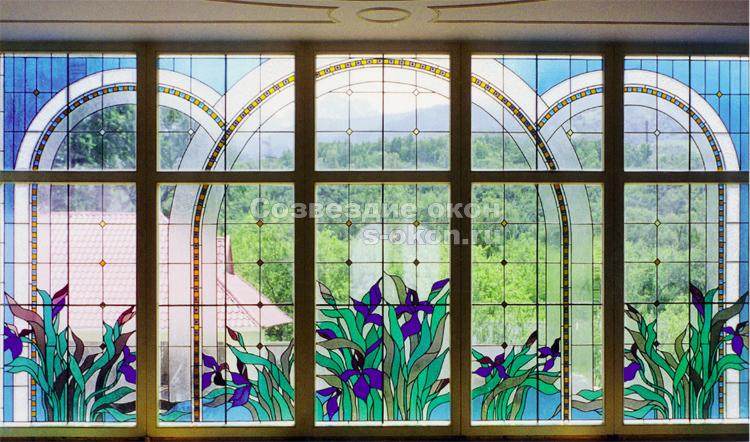 Окна с  витражами могут быть любых размеров и форм