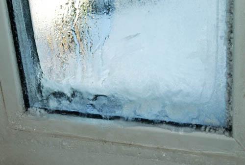 Почему замерзают окна